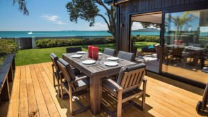 Deck with outdoor dining area